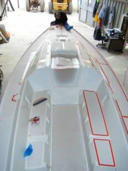Chantier naval pour peinture et vernissage bateau sur la londe gauthier marine - Peinture coque bateau ...
